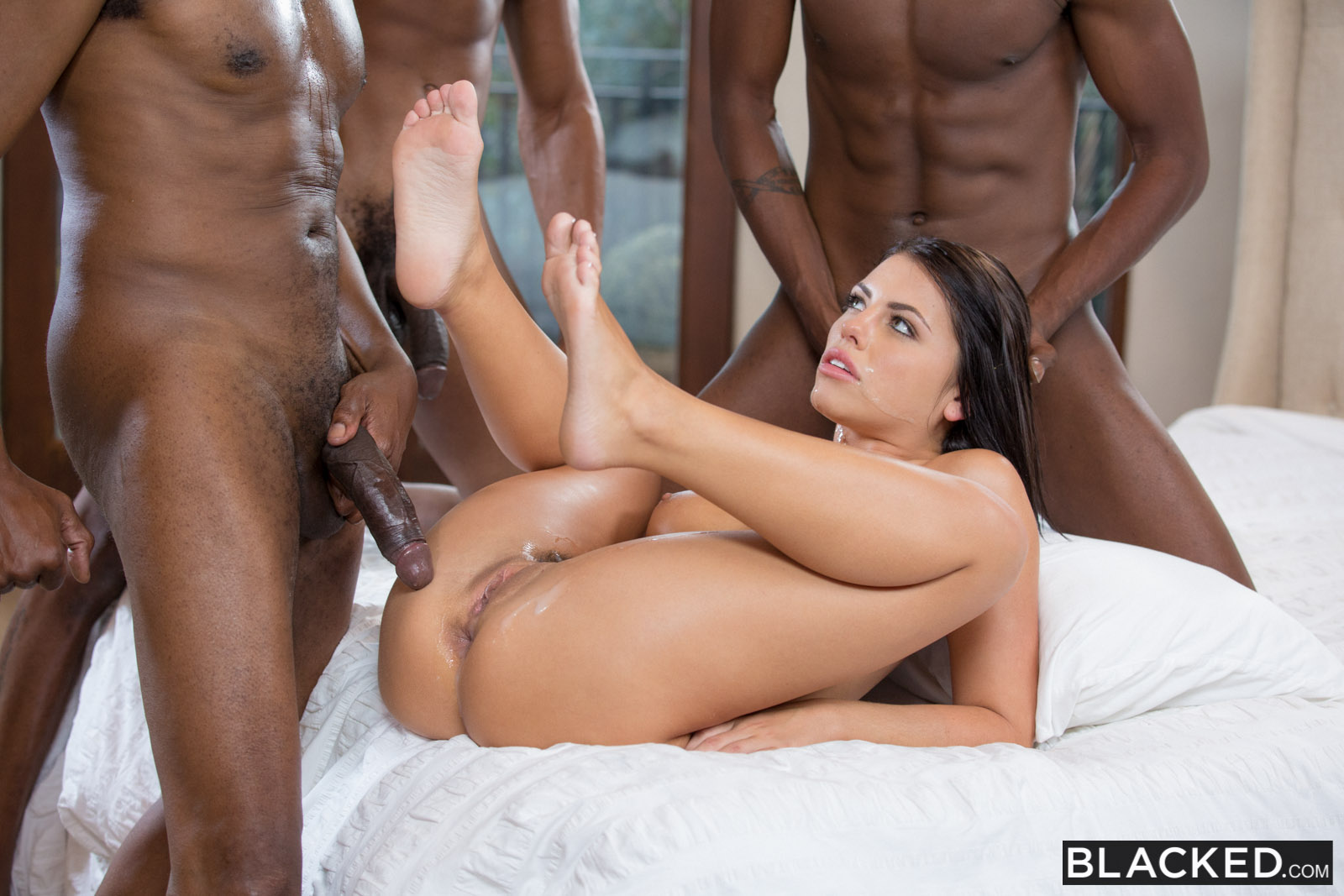 A white wife takes a heavy load from a bbc 10
